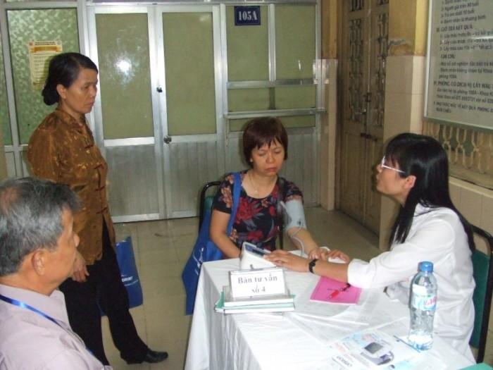 OMRON tài trợ chương trình sinh hoạt Câu lạc bộ tăng huyết áp tại Bệnh viện Bạch mai ngày 18-4-2009. 5