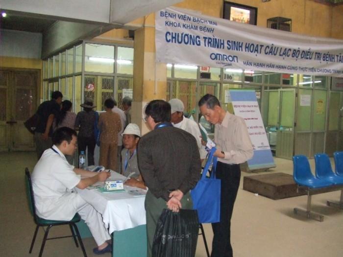 OMRON tài trợ chương trình sinh hoạt Câu lạc bộ tăng huyết áp tại Bệnh viện Bạch mai ngày 18-4-2009. 6