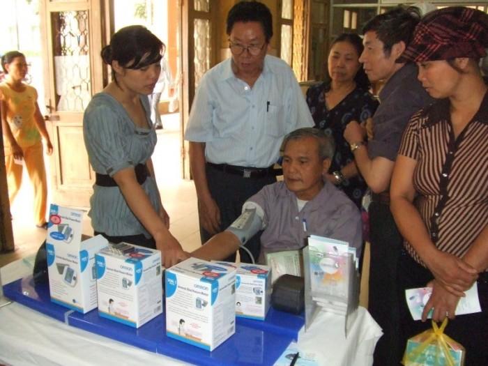 OMRON tài trợ chương trình sinh hoạt Câu lạc bộ tăng huyết áp tại Bệnh viện Bạch mai ngày 18-4-2009. 7