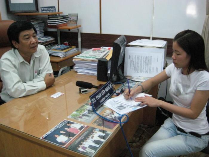 OMRON và nhà phân phối Công ty TNHH y tế Hồng Tâm trao tặng nhiệt kế cho Sở y tế TP. HCM và Sở giáo dục TP. HCM. 2