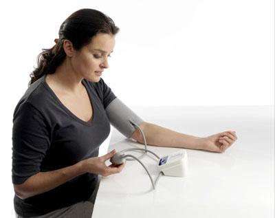 Omron M1 Compact resize  Nguyên nhân và cách nhận biết bệnh tăng huyết áp
