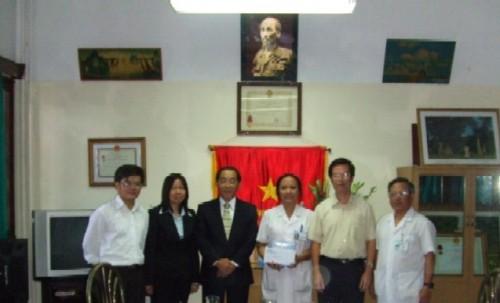 Omron trao tặng nhiệt kế điện tử cho bệnh viện Nhi Trung Ương Hà nội. 1