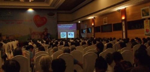 Hội Tim Mạch Học Việt Nam khuyến cáo bệnh nhân nên sử dụng máy đo huyết áp điện tử để tiện theo dõi huyết áp của mình tại nhà. 1