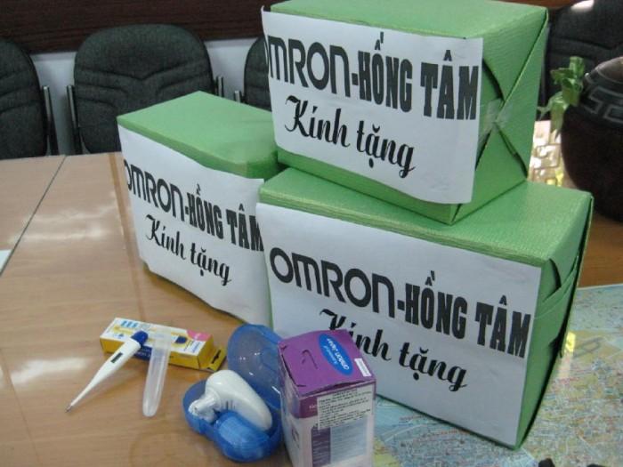 OMRON và nhà phân phối Công ty TNHH y tế Hồng Tâm trao tặng nhiệt kế cho Sở y tế TP. HCM và Sở giáo dục TP. HCM. 1