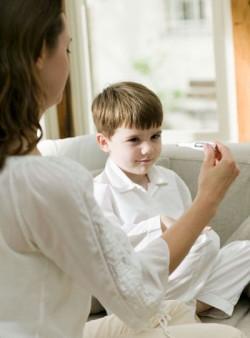 Làm gì khi trẻ bị sốt? 1