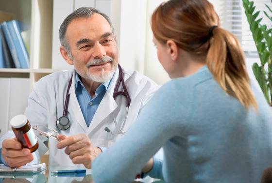 doctor patient Chữa và điều trị bệnh cao huyết áp