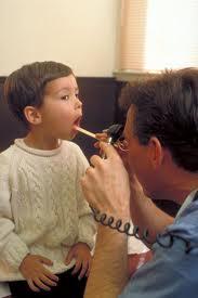 Chăm sóc mũi họng cho bé