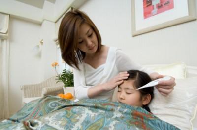 Chăm sóc trẻ bị sốt