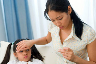Làm gì khi trẻ sốt virus?