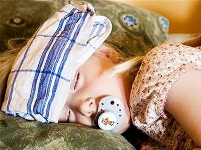 Cách chăm sóc trẻ sốt xuất huyết tại nhà