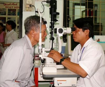 Tăng huyết áp có gây mờ mắt?