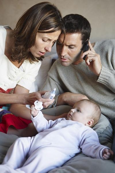 Trẻ viêm tai, viêm họng vì mẹ xịt rửa mũi không đúng cách 2