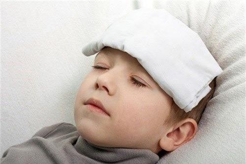 10 Dấu hiệu trẻ bị sốt nguy hiểm 1