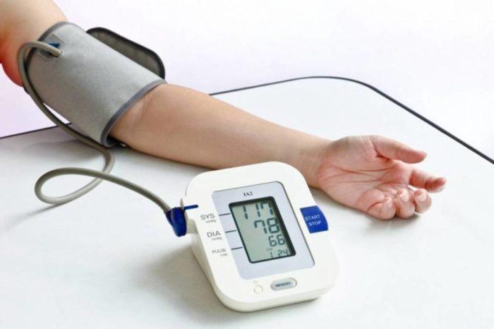 Cách đo và theo dõi huyết áp tại nhà
