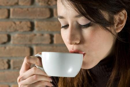Tránh uống cà phê khi uống thuốc cảm