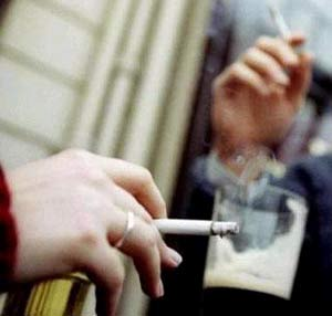 Trẻ tăng huyết áp do hít phải khói thuốc lá