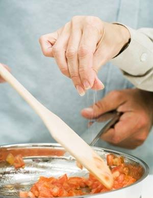 Người cao huyết áp không nên ăn mặn 1