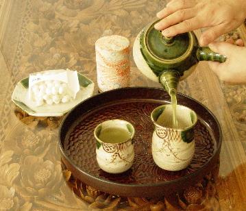 Uống trà mỗi ngày giúp hạ cholesterol trong máu 1