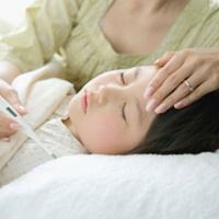 Trẻ bị sốt cao cần xử trí cho đúng cách