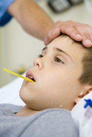 Không dùng kháng sinh cho trẻ bị sốt phát ban