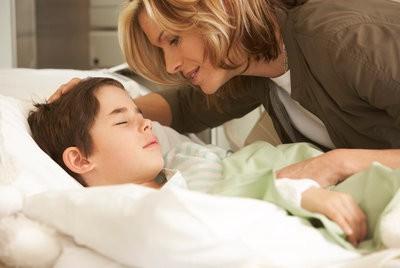 Trẻ sốt có phát ban: Không nên quá lo