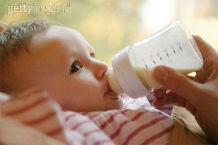 Trẻ dễ béo phì nếu vẫn bú bình ở tuổi lên 2