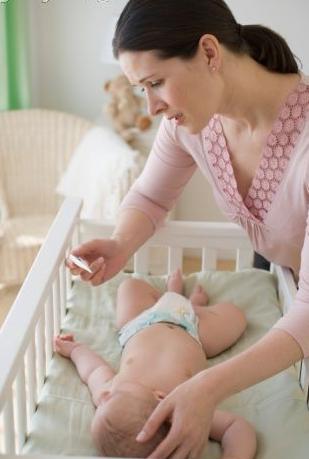 p82851 Trẻ bị viêm phổi trong mùa hè   Nguyên nhân do đâu?