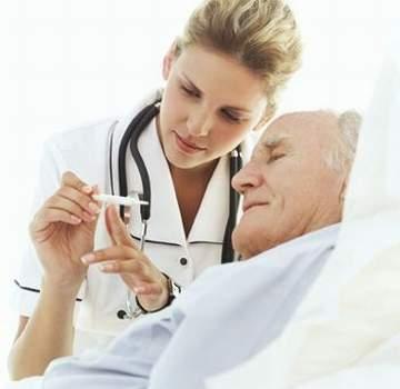 Làm thế nào để ngăn ngừa biến chứng ở người cao tuổi bị sốt? 1