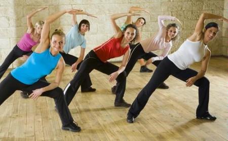 tap aerobic e1325058786840 Giảm mỡ bụng hiệu quả với việc tập luyện aerobic