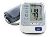 Kiểm tra huyết áp tại nhà với máy đo huyết áo Omron 1