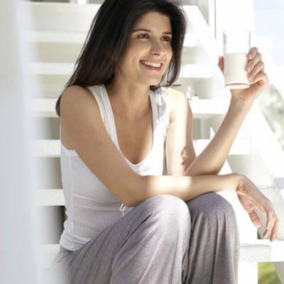 Tại sao nên nhiều uống sữa khi đang ăn kiêng giảm cân?