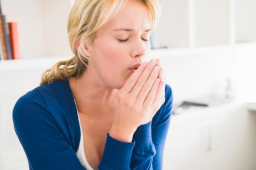 Ho nhiều về đêm và có cơn cò cử có phải bị hen suyễn? 1
