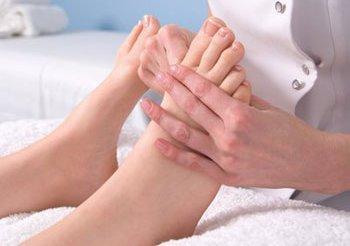 Chăm sóc bàn chân cho người bệnh tiểu đường 1