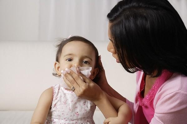 Phòng bệnh hô hấp cho bé khi trời trở lạnh 1
