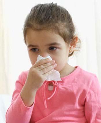 Bé bị viêm mũi họng 1