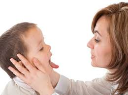 Những dấu hiệu bé bị viêm mũi họng