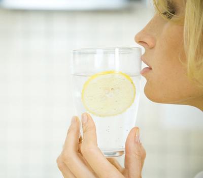 2. Mỗi ngày uống thêm một cốc nước 1