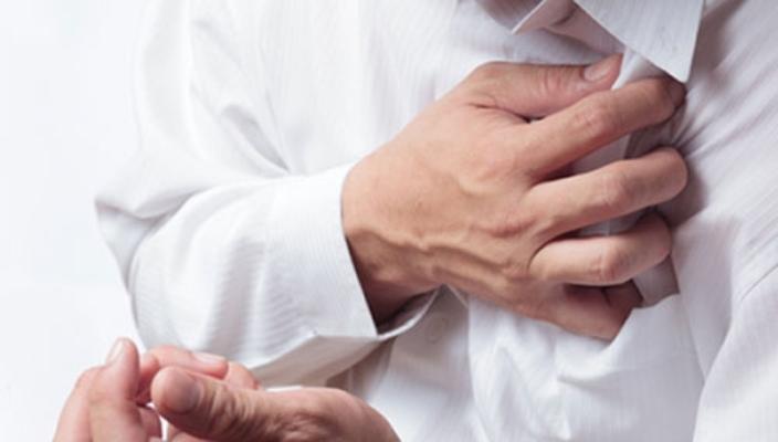 1. Bị đau vùng trái hay giữa ngực 1