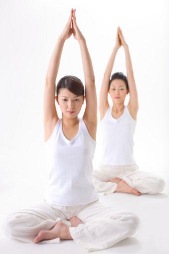 Giảm mỡ bụng bằng 4 động tác yoga 1
