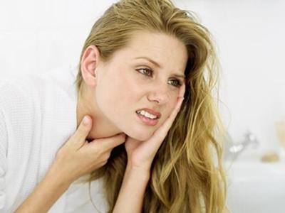 Mẹo đơn giản chữa trị đau họng