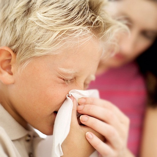 Nhận biết trẻ bị viêm mũi bằng cách nào?