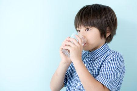 Chăm sóc khi bé bị đau họng 1