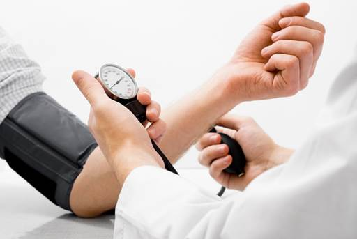 Nguyên nhân của hiện tượng chóng mặt khó thở tim đập nhanh có thể là do huyết áp tăng cao