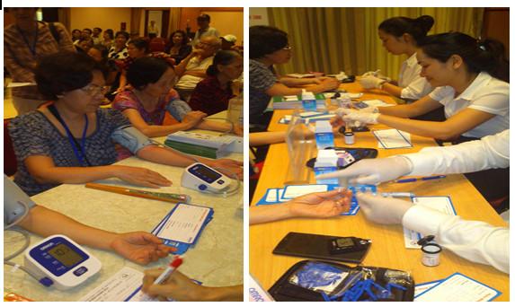Chương trình đo huyết áp, đường huyết miễn phí tại VIETNAM MEDI-PHARM 2015 2