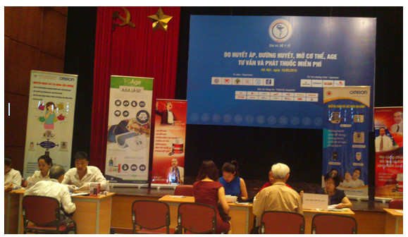 Chương trình đo huyết áp, đường huyết miễn phí tại VIETNAM MEDI-PHARM 2015 1