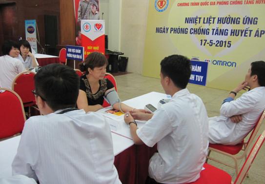 Hưởng ứng ngày phòng chống tăng huyết áp thế giới 17-05-2015 1