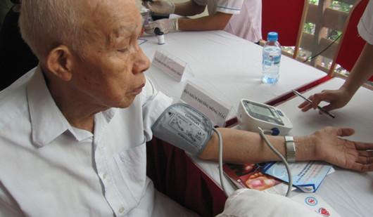 Hưởng ứng ngày phòng chống tăng huyết áp thế giới 17-05-2015 2