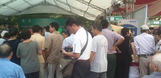 Đo huyết áp miễn phí – Ngày hội Vì sức khỏe người Việt lần I 1
