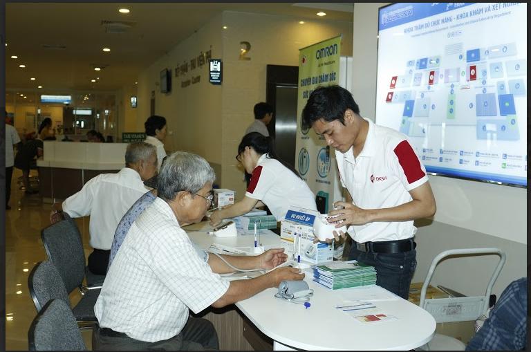 Đo huyết áp miễn phí – Nhân kỷ niệm ngày thành lập bệnh viện Đa khoa Đồng Nai tại cơ sở mới 1