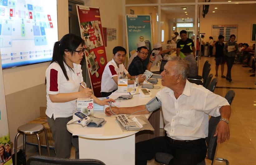 Đo huyết áp miễn phí – Nhân kỷ niệm ngày thành lập bệnh viện Đa khoa Đồng Nai tại cơ sở mới 2